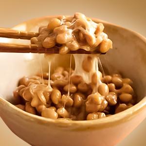 納豆菌とは|乳酸菌を増やす効果も。熱に強く腸まで届く
