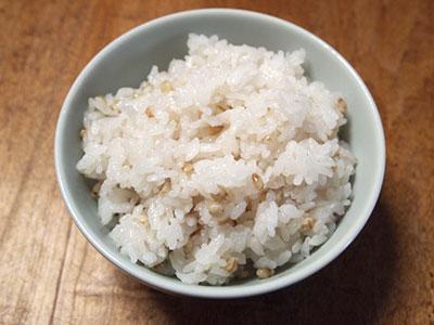 炊飯器を使った、お米とそばの実を一緒に炊く方法