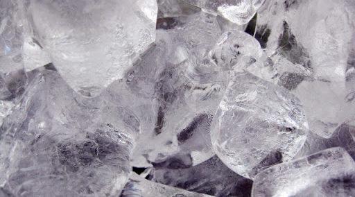 氷に塩をかけるとなぜ温度が下がるの?