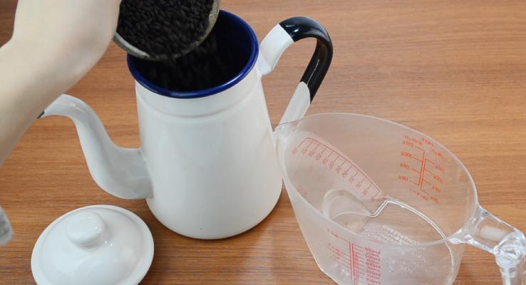 How To Brew Dark Roast Brown Rice Tea Step 1