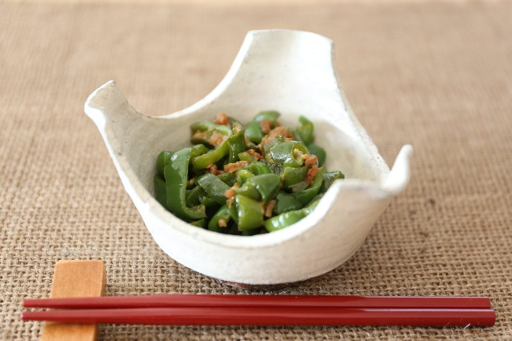 Stir-fried sweet and spicy peppers